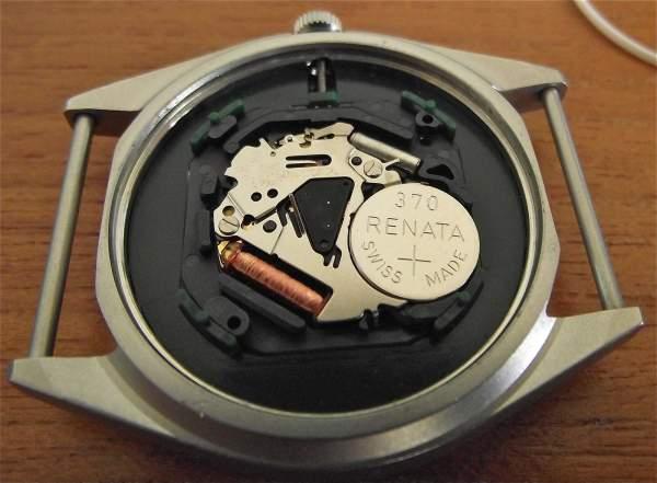Agar baterai jam tangan quartz awet