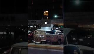 VEJA VÍDEO: Multidão aplaude casal fazendo sexo com janela aberta em Fortaleza