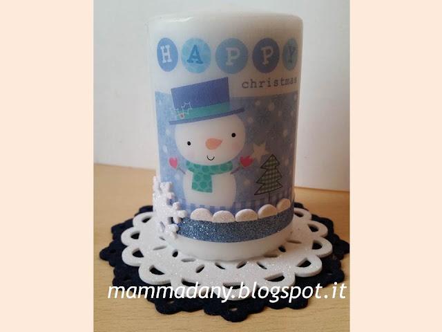 candela bianca con pupazzo di neve