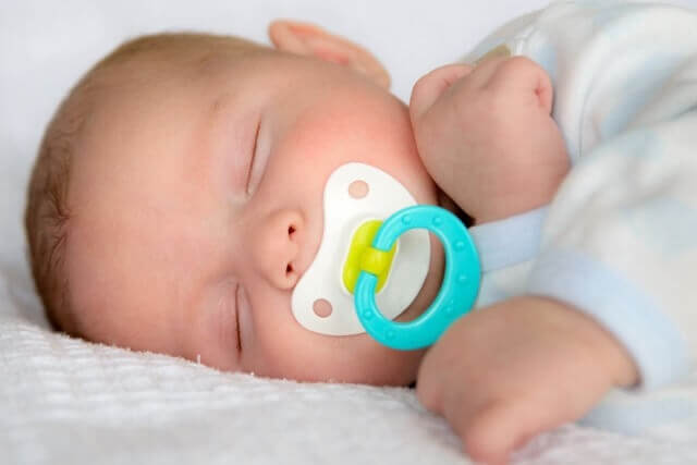 Bebeklerin emzik kullanması sakıncalı mı?