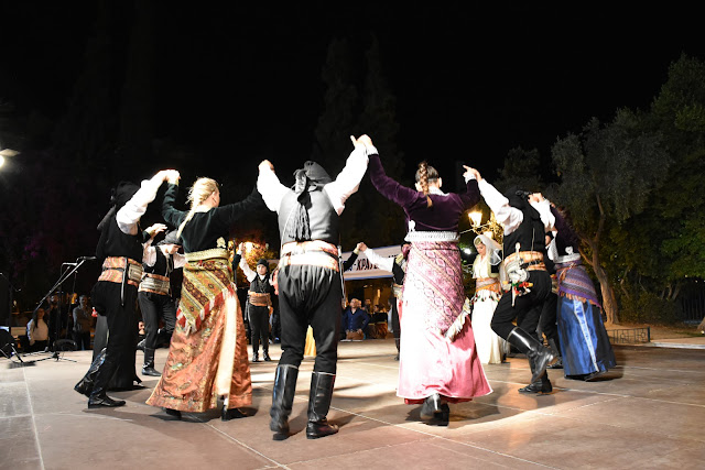 """""""Οι Μωμόγεροι"""" επιστρέφουν δυναμικά και φέτος με τα τμήματα παραδοσιακών χορών"""