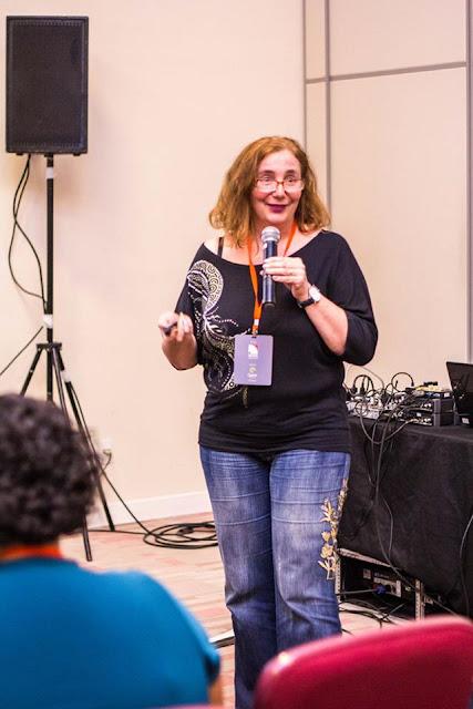 Ana Julia Perrotti-Garcia, tradutora, professora, intérprete