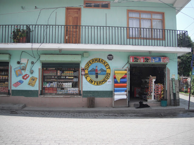 tienda corner store Panajachel Guatemala Intermedio Jucanya