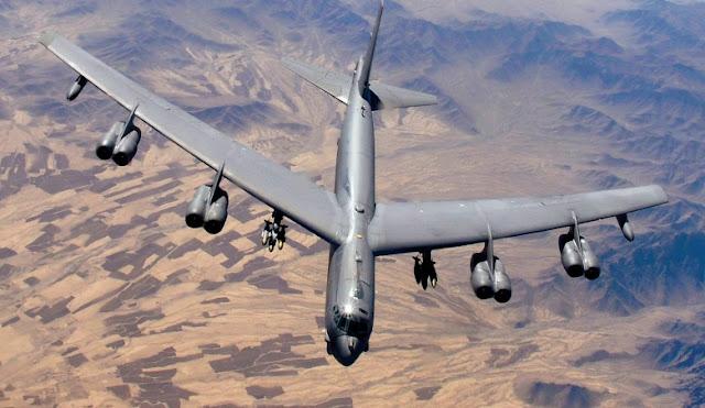 Un bombardero B-52 pierde un motor en pleno vuelo
