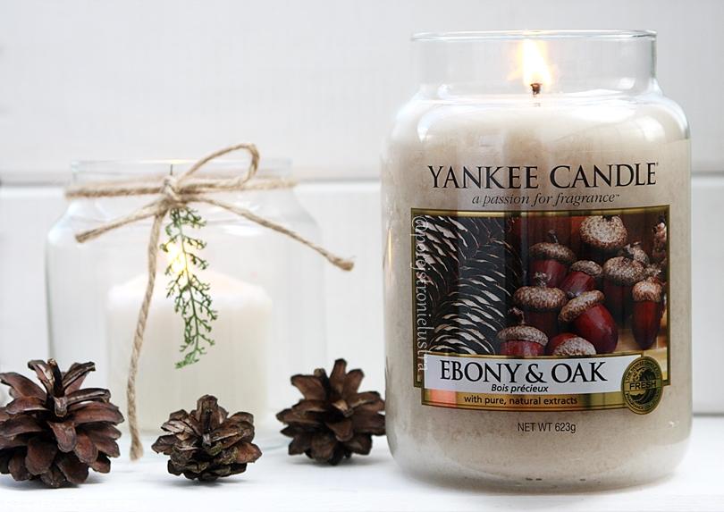 płonąca świeca zapachowa yankee candle ebony & oak