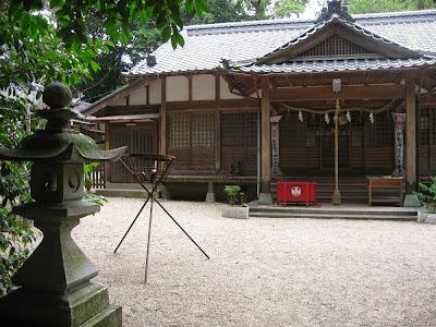 能褒野神社の境内