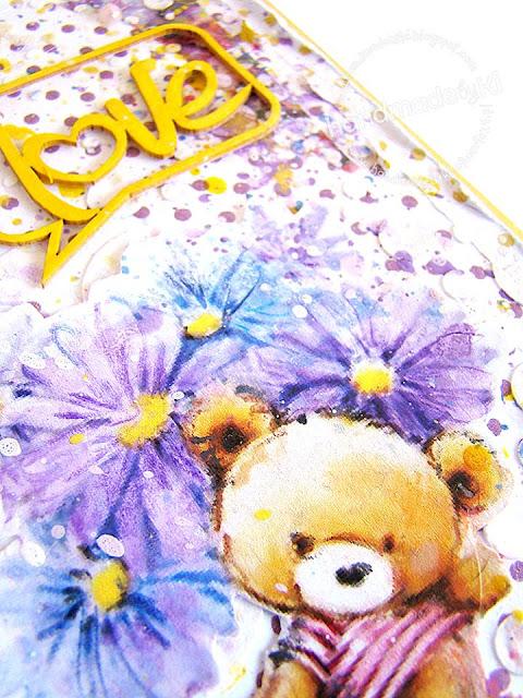 ozdobą karteczki są perełki w pastelowych kolorach
