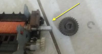Lepas spy dan gear mesin fotocopy