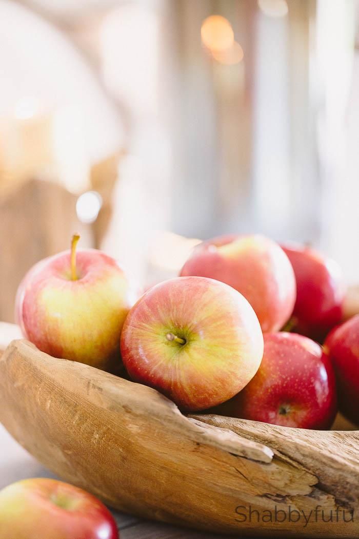 apples-wood-bowl