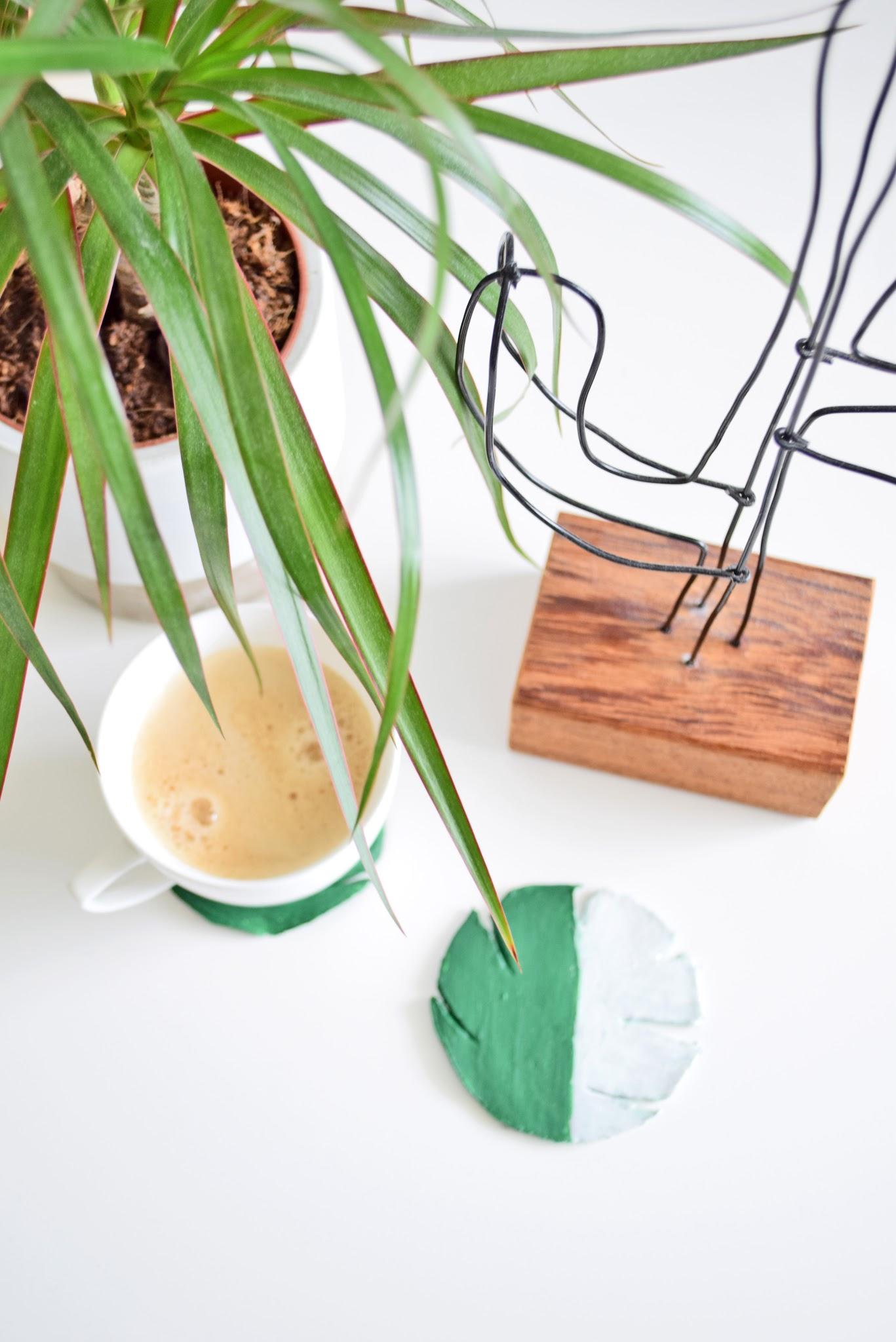 tropikalne liście z gliny