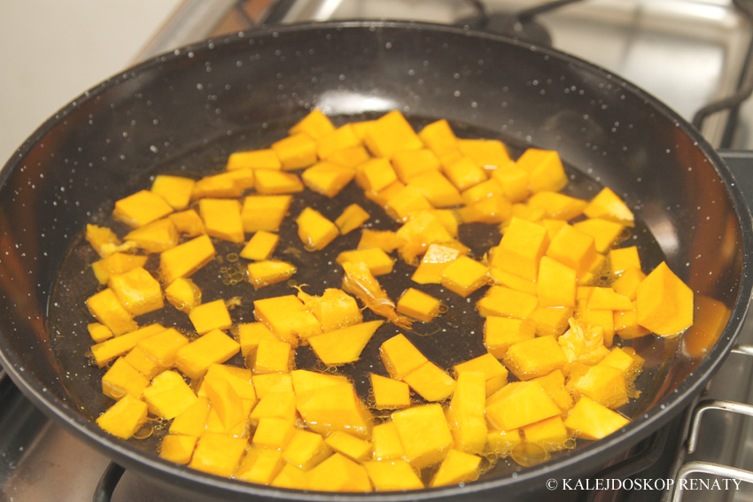 makaron, pasta, dynia, kiełbasa pikantna, kuchnia włoska