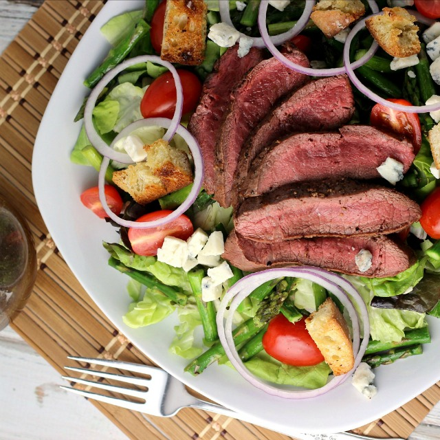 Steak, Asparagus, and Blue Cheese Salad