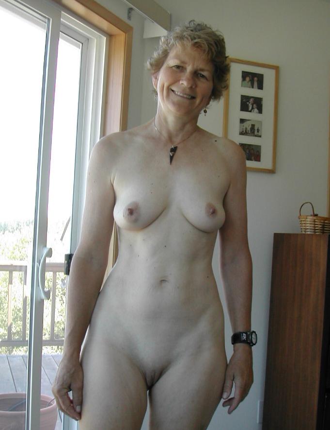 клипе голая бабуся на фото она использует его