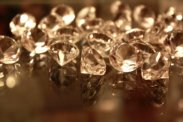 Here are 35 things you probably believe… but are total lies. Everything you thought is wrong - Most diamonds actually aren't made from compressed coal