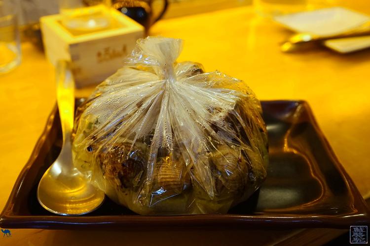 Le Chameau Bleu - restaurant le Soma papillote de coques, moules supions au saké