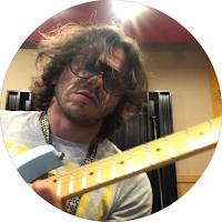 aluno de guitarra rock