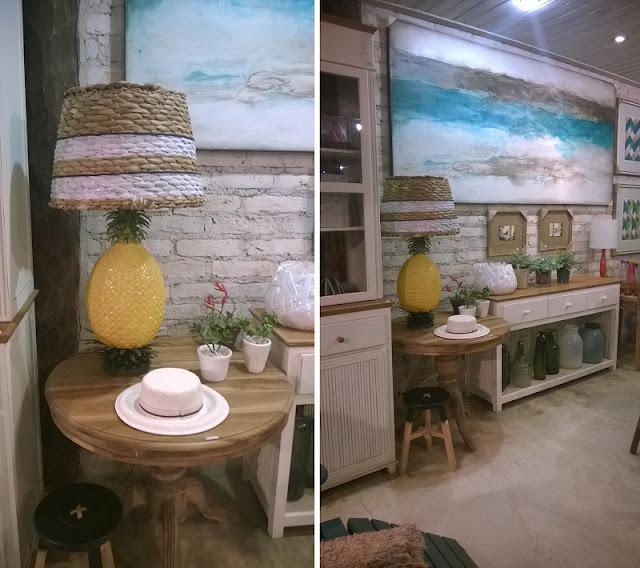 Abajur com base de abacaxi, chapéu de sol de cerâmica e outros objetos decorativos