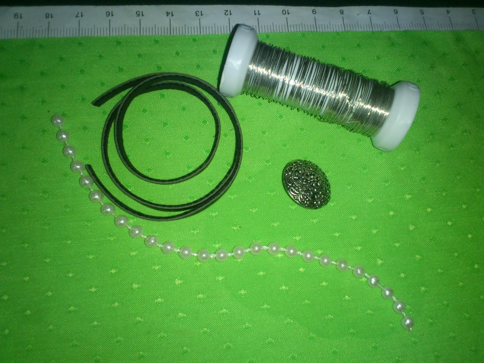 d38ac2959e06 Piece Of Felt: Tutorial: Pulsera Cuero y perlitas