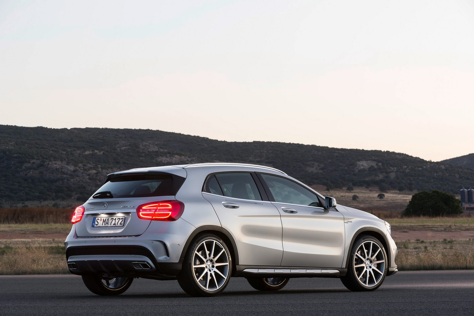 new 2015 mercedes gla compact suv from 31 300 in the u s carscoops. Black Bedroom Furniture Sets. Home Design Ideas