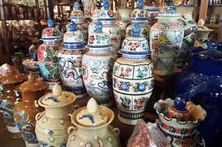Kerajinan Keramik Daerah Singkawang, Kalimantan Barat sebagai contoh dari KERAJINAN KERAMIK NUSANTARA (10 CONTOH DAN KETERANGANNYA)