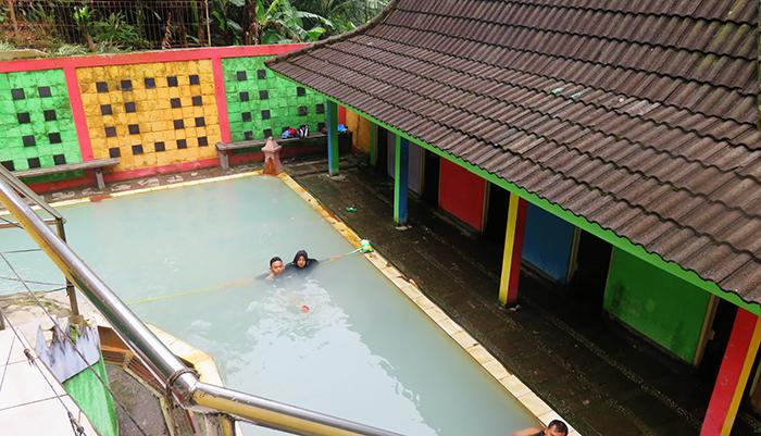 Pemandian Air Hangat di Kompleks Candi Gedong Songo