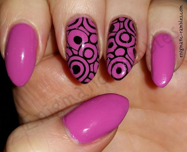 stamped-circle-nails-nail-art