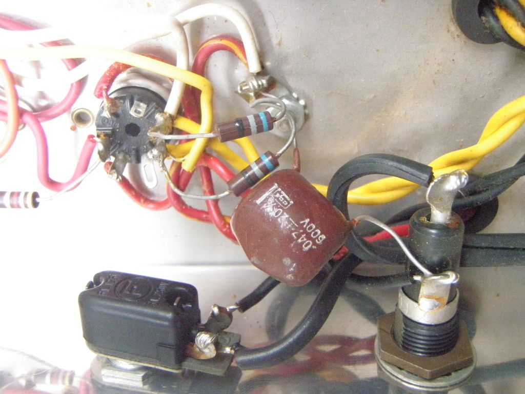 doing a 3 wire mains cable conversion on a vintage silvertone 1481 guitar amp [ 1024 x 768 Pixel ]