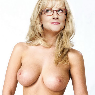 Melissa Rauch nude on The Big Bang Theory poster UHQ