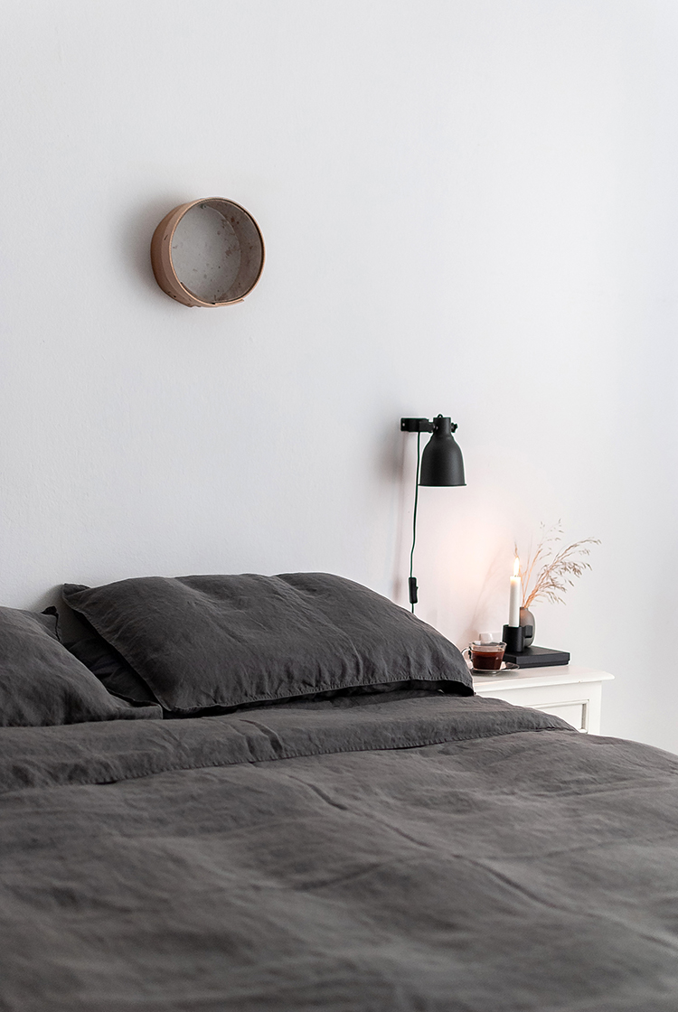 High-quality handmade linen bedding by Iconic Linen, European flax bedding, oeko-tex certified bedding, linen homeware, dark gray linen bedding, stonewashed linen bedding. Styling and photos by Eleni Psyllaki for My Paradissi
