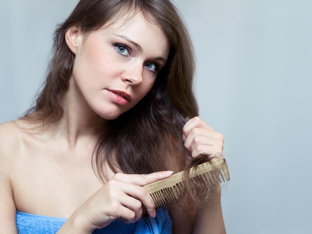 Rụng tóc sau sinh nên làm gì