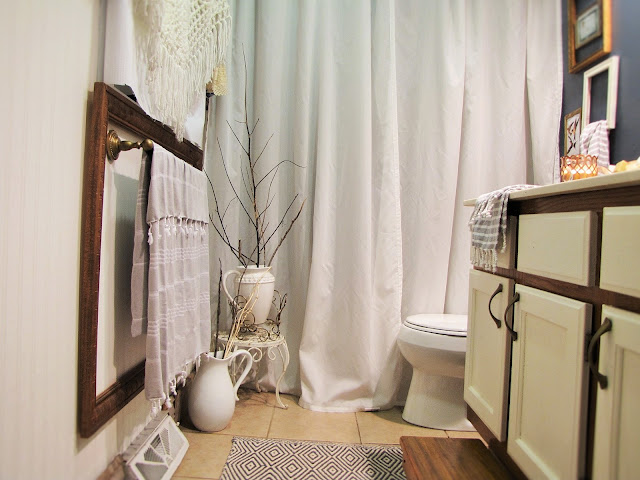 http://www.savannabrooke.com/2016/10/eclectic-vintage-inspired-bathroom.html