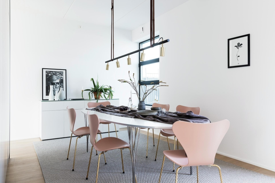 Nowoczesna prostota, wystrój wnętrz, wnętrza, urządzanie mieszkania, dom, home decor, dekoracje, aranżacje, styl nowoczesny, modern style, light colors, jasne kolory, biel, white, szarość, grey
