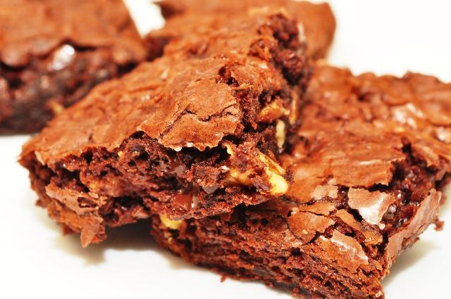 A imagem de um Brownie Light de Frigideira muito saboroso e saudável. Especial para dietas de emagrecimento e diabéticos. No blog Receitas da Bebel!