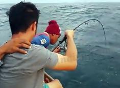 Mancing Trolling Dapat Ikan Kuwe