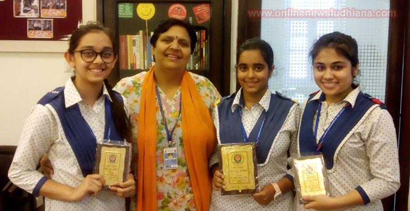 Principal Navita Puri with winners of Vedic Hindi Declamation Contest at KVM