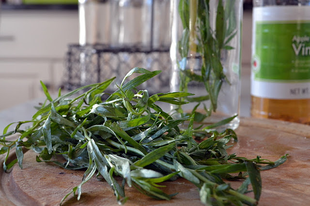 fresh tarragon for diy tarragon vinegar