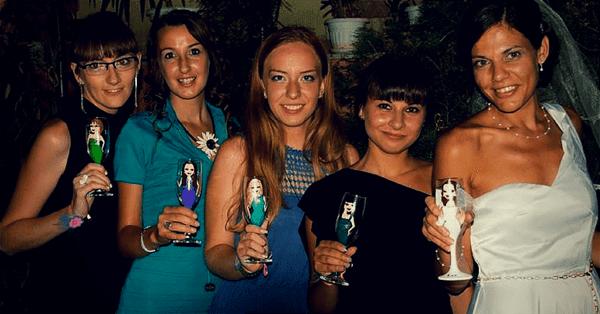 рисувани чаши с лицата на хора