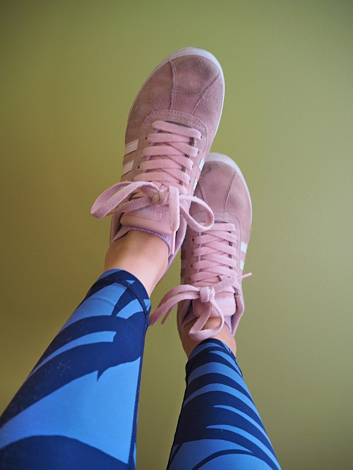 Aerie leggings and pink adidas sneakers