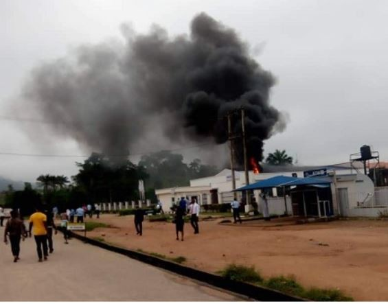 Bank inside Adekunle Ajasin University in Ondo State on fire this morning