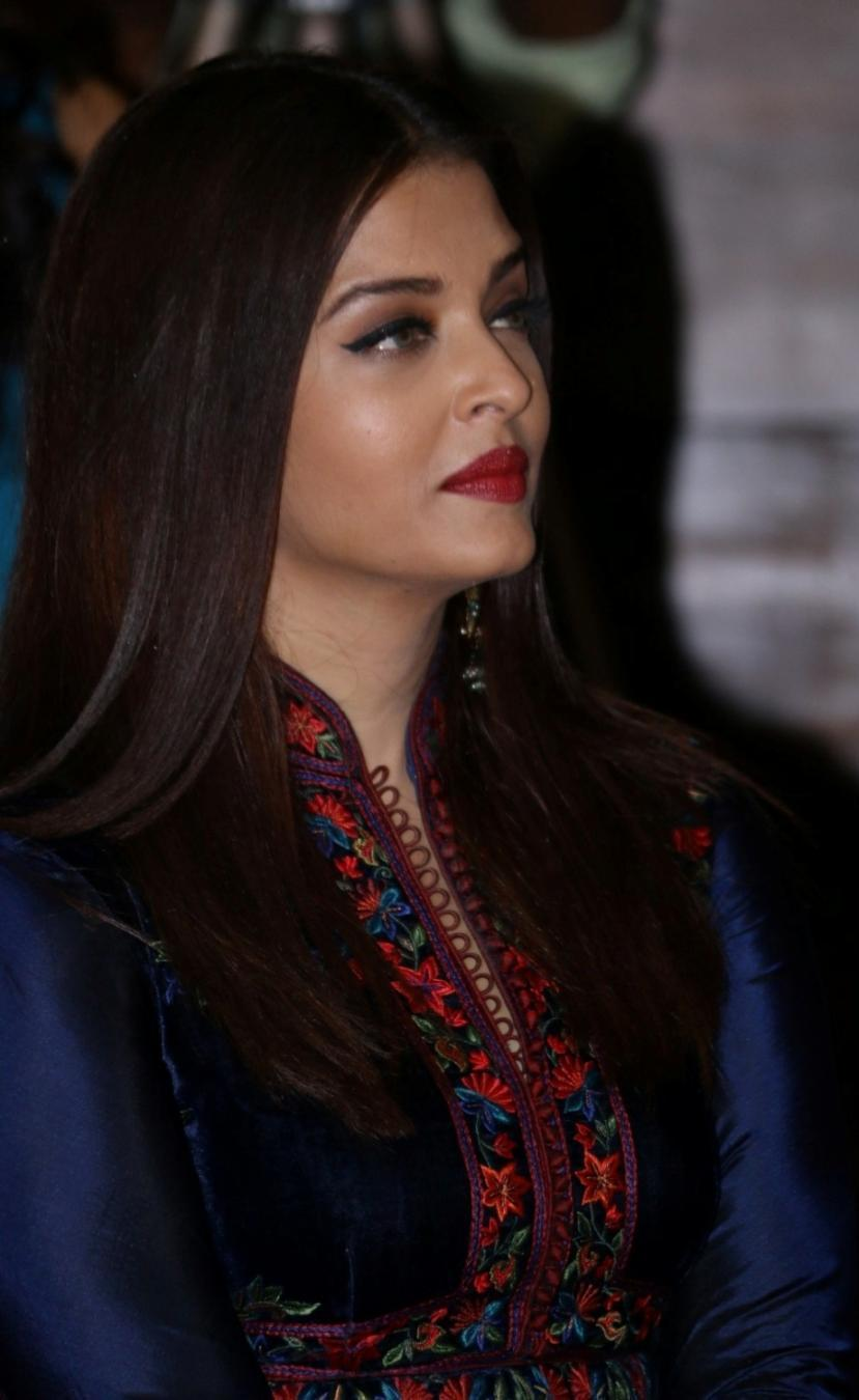Model Aishwarya Rai Beautiful Long Hair Images In Blue Dress