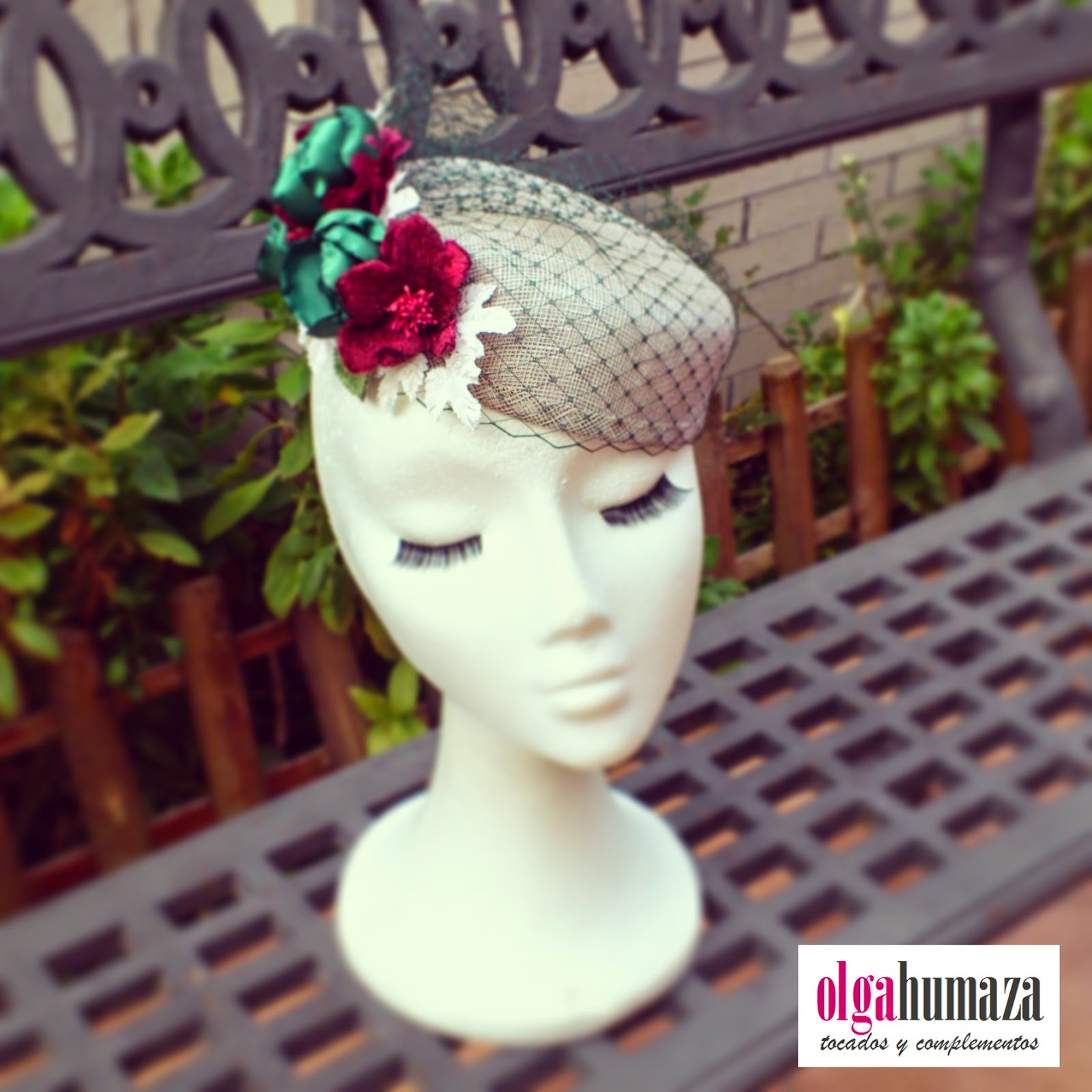 http://olgahumaza.blogspot.com.es/2015/02/b50-tocado-casquete-plata-y-adornos-en.html