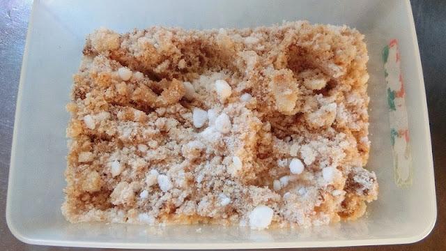 タッパーに砂糖漬け調味料を入れて混ぜ合わせておく