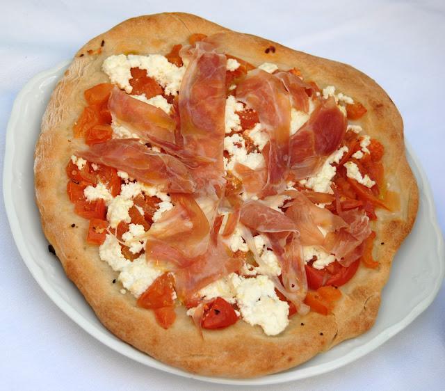 Pizza de Jamón Serrano (Pizza al Prosciutto)