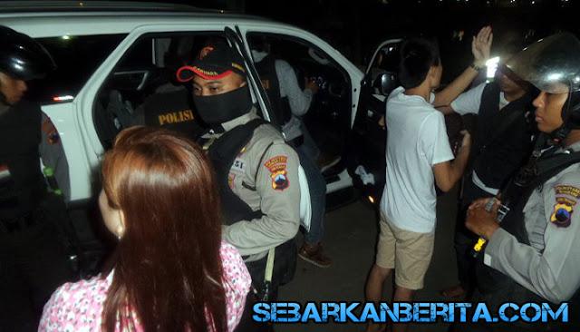 Wanita Kendal dan WNA Asal Tiongkok Kepergok Mesum dalam Mobil di Pinggir Jalan