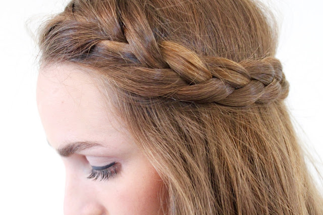 Easy heatless french braid hair tutorial. Quick and cute hairstyles for school and work