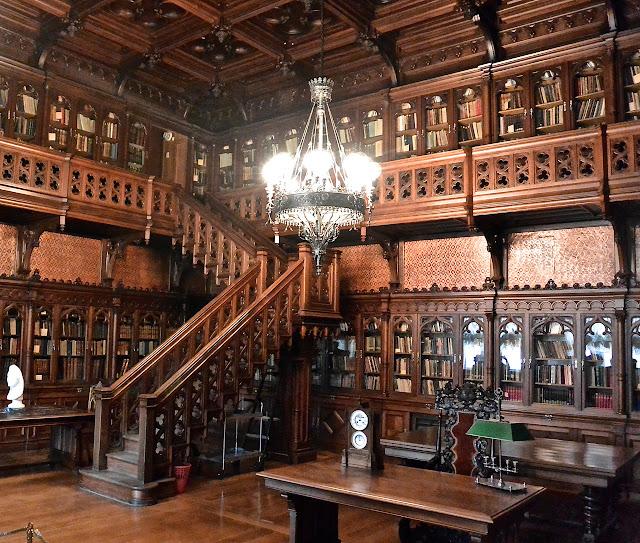 Saint Péterbourg Palais d'Hiver musée de l'Ermitage  Bibliothèque  gothique