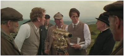El inglés que subió una colina pero bajó una montaña, 1975