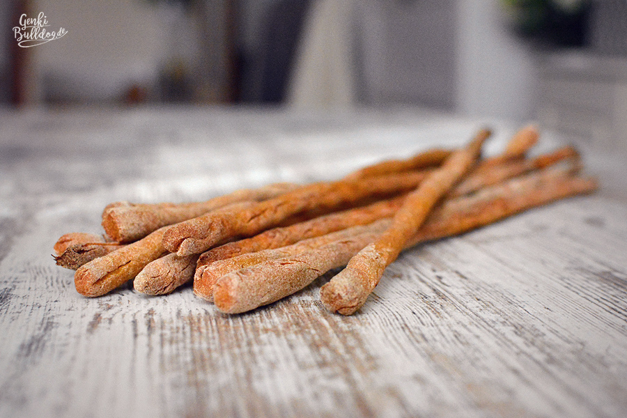 Rezepte für Hunde Hundekekse Hundeknabberstangen Hundeleckerchen selbst backen Süßkartoffel Hund