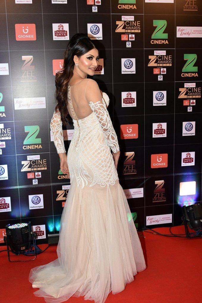 Indian Model Urvashi Rautela At Zee Cine Awards 2017