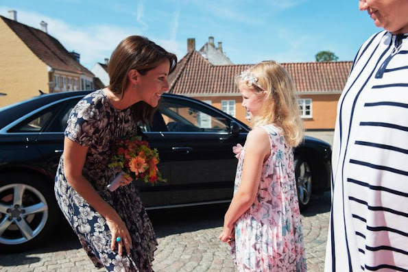 Princess Marie attended the Epilepsy Association conference at Hotel HC Andersen. Princess Marie wore Warehouse Floral Pleated Bodice Dress.